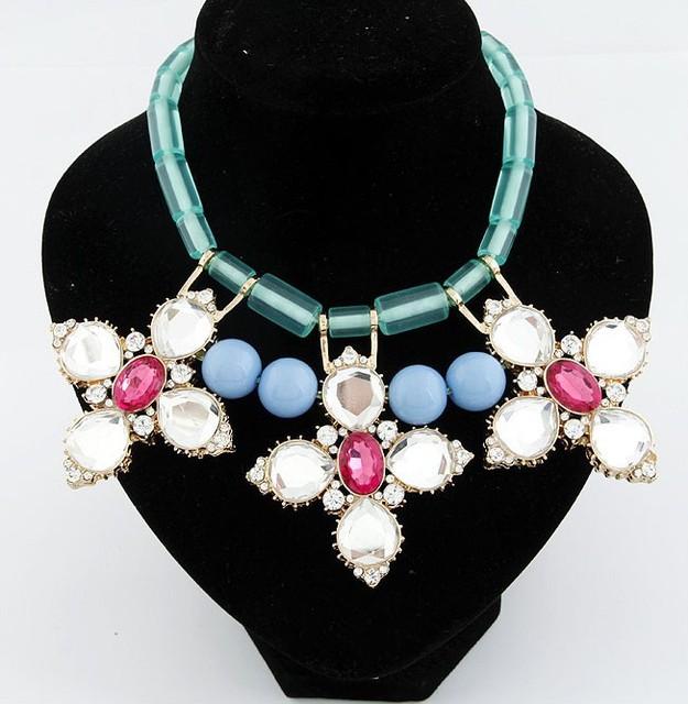 2017 marca de joyería de moda rojo y blanco cristal flor bib declaración de collares y colgantes para las mujeres bijoux lujo choker