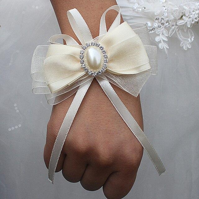 71facf1352cd Pajarita wristhand pulsera dama de honor hermanas mano flores artificiales  de la novia para la decoración