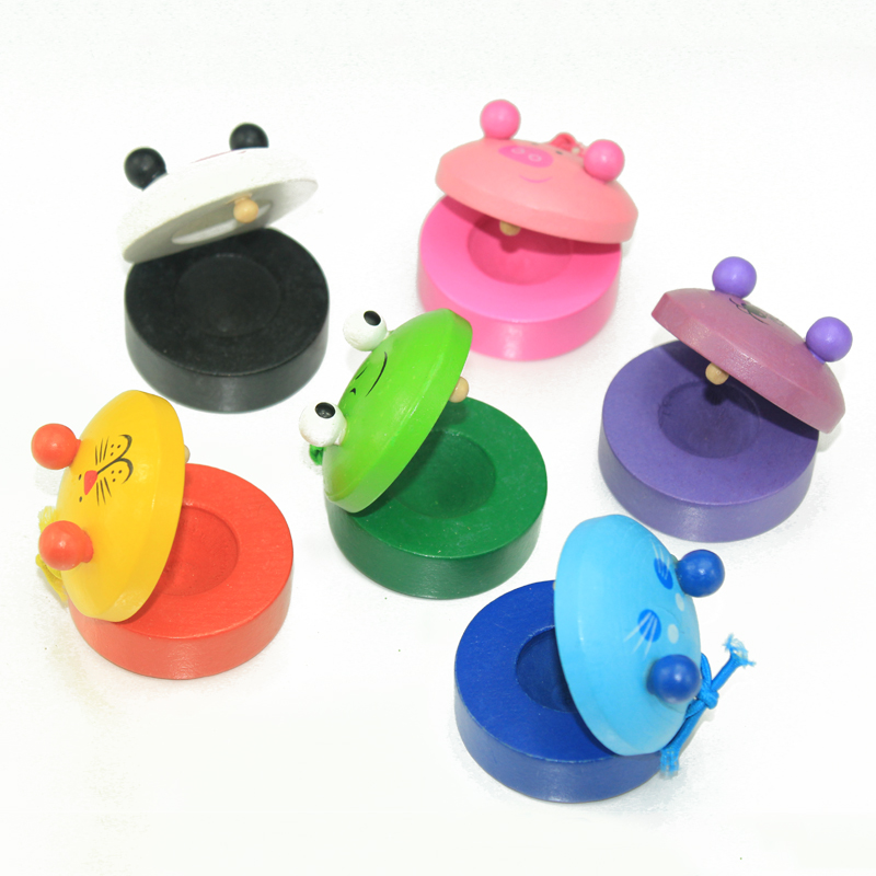 beb a estrenar juguetes castauelas msica nios nio aprendizaje temprano los juguetes educativos