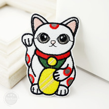 Lucky Cat (Size:5.0X7.5cm) DIY Cloth Badge Mend Decorate Patch Jeans Jackets Bag Clothes Apparel Sewing Decoration Applique(China)