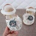 2020 neueste Sommer Kinder Leder Schuhe Süße Blume Kinder Sandalen Für Mädchen Kleinkind Baby Atmungsaktive Aushöhlen Schuhe-in Sandalen aus Mutter und Kind bei