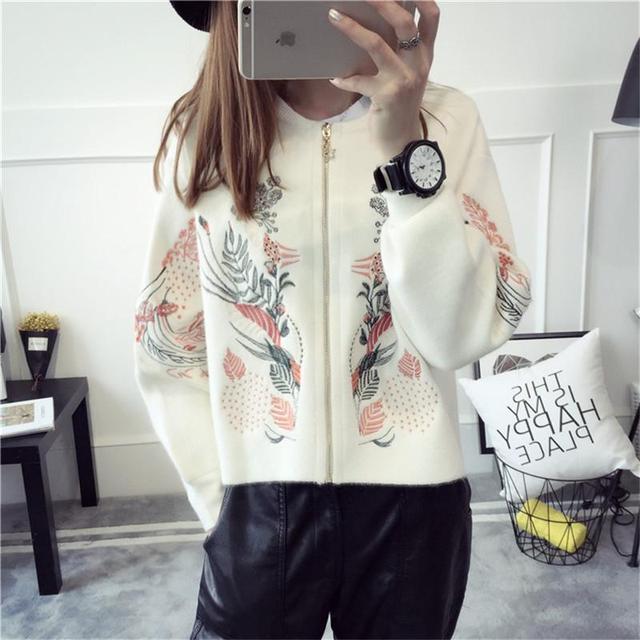 2016 nuevo popular moda mujeres abrigo suéter flojo cardigan párrafo corto de manga larga bordado de béisbol capa del suéter