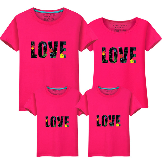 aaa2f5402e62d New family t-shirts summer tops LOVE print family look mom dad son daughter  outfits tees for girls boys matching family clothes