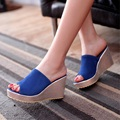 Feminina de Flock Gruesos Atractivos Más tamaño 43 Cuñas talones de Las Mujeres Bombea los zapatos de Cuña chanclas Diapositivas Plantilla Esponjoso sandalias