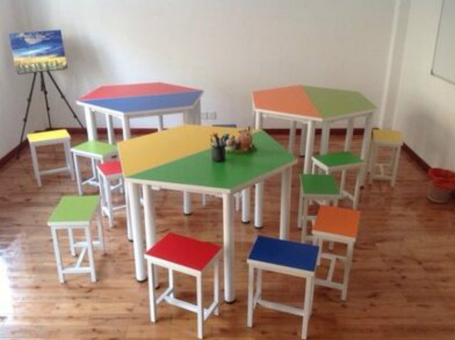 Psychological Counseling Room School Desk Table Plate Ladder Hexagon Mosaic  Mobile Training Students In Kindergarten Chairs