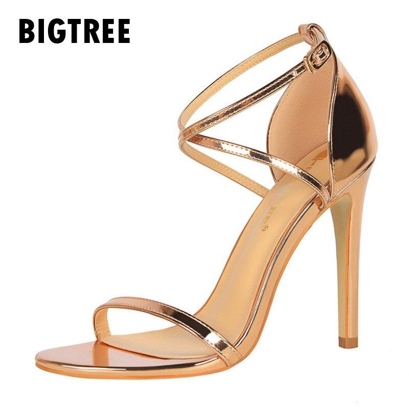 7144166dc9 Elegante verano Zapatos Mujer moda cuero esmaltado Cruz Correa hebilla thin tacones  mujeres sandalias de gladiador zapatos de boda en Sandalias de las ...