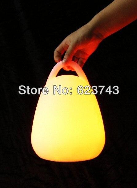 Freies Verschiffen drahtlose wieder aufladbare RGB-Farbe veränderbare LED-Laterne, wieder aufladbare LED-Laterne, wasserdichte kampierende Laterne im Freien