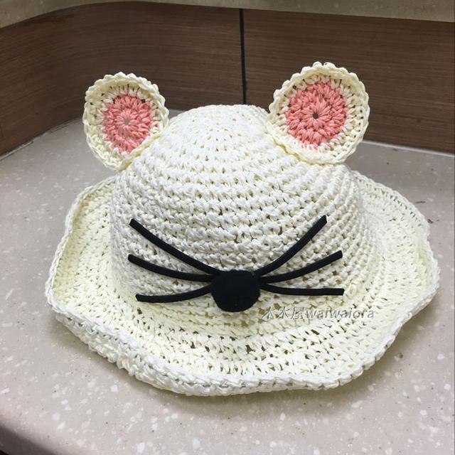 Niños lindo gato con el oído sol playa sombrero de verano al aire ...