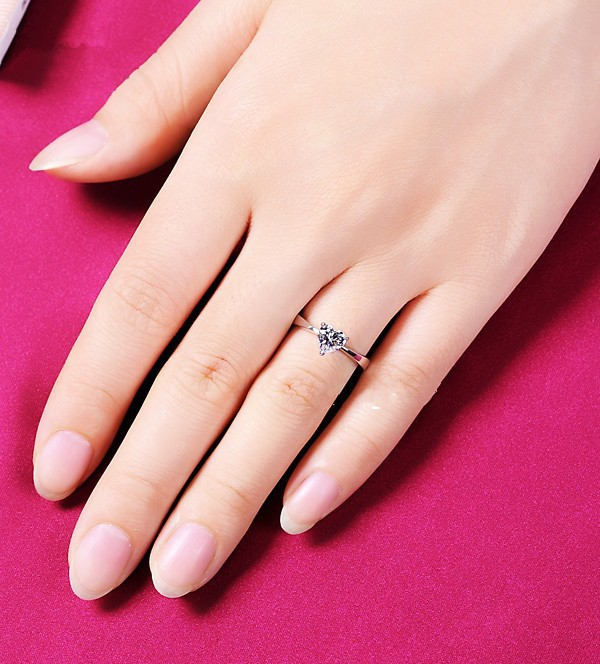 Lovely 1Carat Heart Shape Diamond Women Ring Solid Sterling Silver