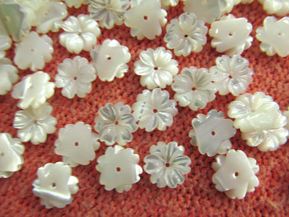 Top quality 50pcs 10 12 15mm Genuine MOP Shell ,Pearl Shell filigree florial flower Carved yellow white black micharmed beads