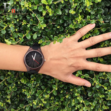 2017 festival Memorial Day cadeau Enmex foncé couleur Bambou montre-bracelet œuvre d'art à la main en bois naturel quartz montres