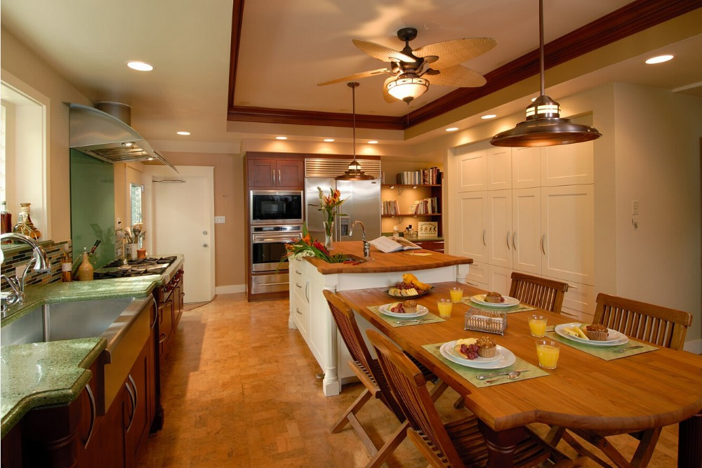 2017 discount solid wood kitchen cabinets customized made traditional wood cabinets white color with island cabinet