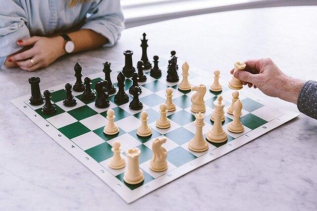 Jeu d'échecs avec plateau vinyle pliable 2