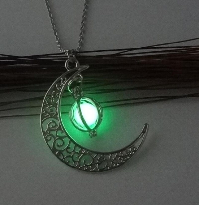 Meirenpeizi Necklaces & Pendants Fashion Sailor Moon Necklace Stone Glow In The Dark  Half Crescent Moon Necklace for Halloween (3)