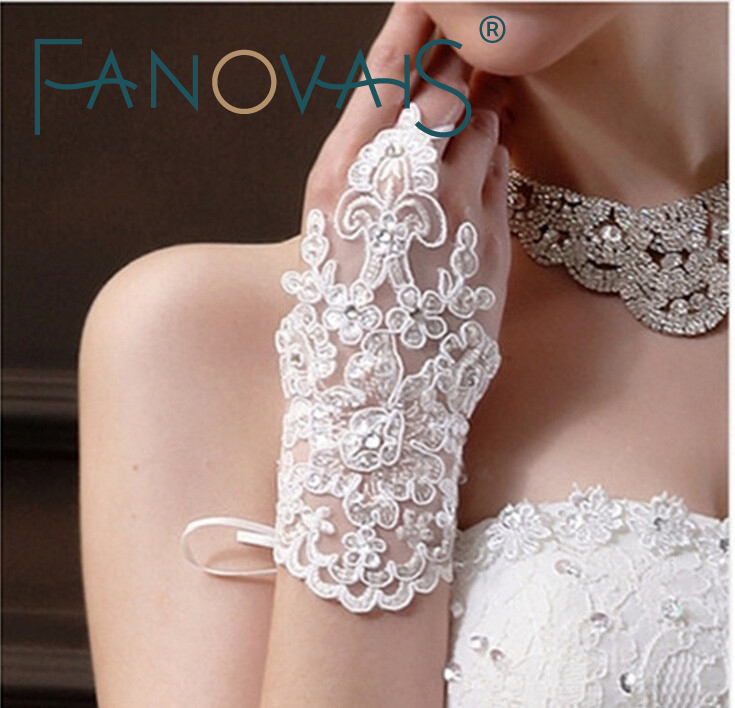 Elegant Sequins Lace Wedding Gloves 2019 Wrist Length Fingerless Wedding Glove Wedding Accessories Bridal Gloves