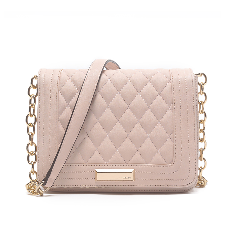 Discover a range of women's shoulder bags with ASOS. Choose from big and small sizes, from satchels to simple totes and leather handbags at ASOS.