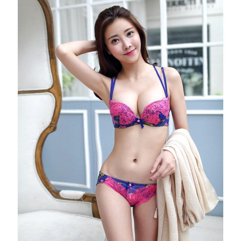 Смотреть японских девушек в купальниках