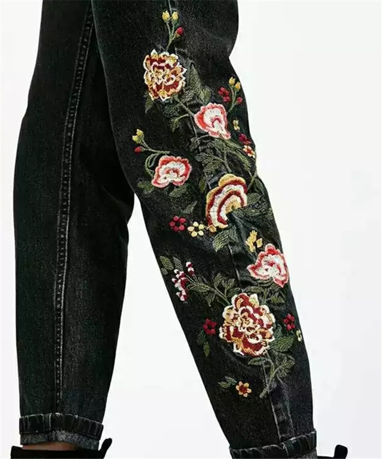 ФОТО Gorgeous 2017ss Fashion New Black Denim Mom's Jeans Trousers Sides with Floral Embroidery Woman Pants with pockets