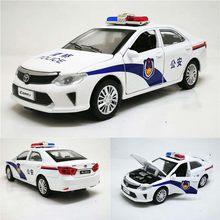 1:32 camry polícia diecast brinquedo carros modelo de brinquedo veículo puxar para trás som luz carro brinquedos presente para crianças