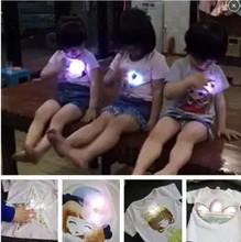 Горячий стиль 2016 детей новая заслонка приятный из светодиодов обуви с коротким рукавом футболки с световой летом носить одежду