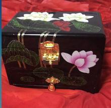 En gros 21*14*15 cm Chinois Main Classique En Bois Laque Lily & Papillon 3 Couche Boîte à Bijoux