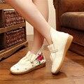 2017 Mujeres de La Manera Algodón Bordados de Flores Zapatos de Las Señoras de La Vendimia Ocasional del Estilo Chino Antiguo Beijing Caminar Pisos Zapatos Mujer