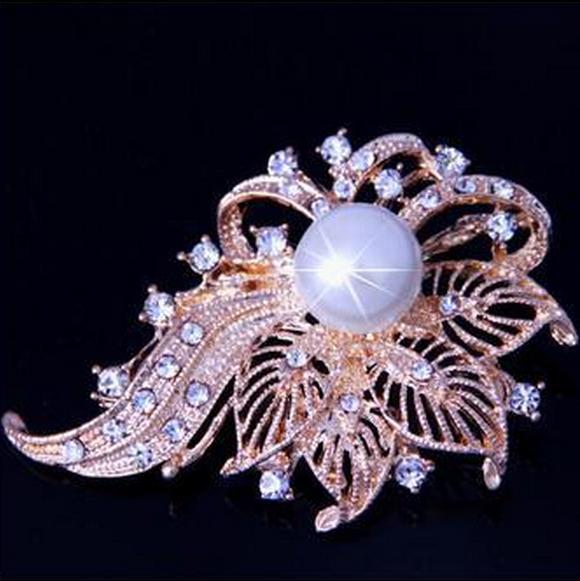 Цвјетни љупки кристални брош натикачи бисер модне жене венчанице за хиџаб Накит велике брошеве Х058 5Д