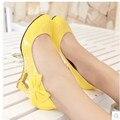 """Senhoras tamanho Grande (4-12) bowtie couro Envernizado 2.4 """"cunhas dedo do pé redondo sapatos de salto alto sapatos único mulheres bombas Kvoll amarelo branco vermelho"""