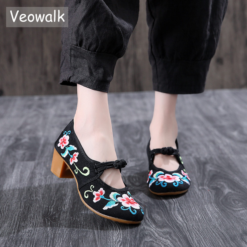 Veowalk Chinese Embroidery Women Canvas Studded Med Heel Shoes Vintage Ladies Cotton Embroidered Old Beijing Block Heeled Pumps vintage pumps spring autumn old beijing embroidery cloth shoes fairy girl embroidered national han chinese women s shoes