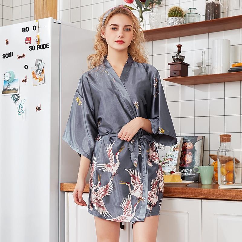 c7326b1830 Neue Druck Weiß Braut Brautjungfer Hochzeit Robe Floral Kimono ...
