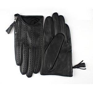 Image 4 - 2018 модные популярные перчатки для сенсорного экрана из натуральной козьей кожи импортные короткие черные женские модели из козьей кожи на молнии с кисточками