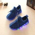 Luces intermitentes shoes 2017 nueva primavera azul de luz led de los hombres y las mujeres sport kids shoes zapatillas con luces intermitentes niños mocasín