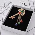 Barroco passarela exagerada gem chave borla selvagem broche turquesa alta-qualidade broche emblema 222