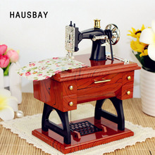 Máquina de coser caja de música creativa Retro estilo nostálgico simulación costura relojería Mini caja de música de regalo decoración del hogar D033