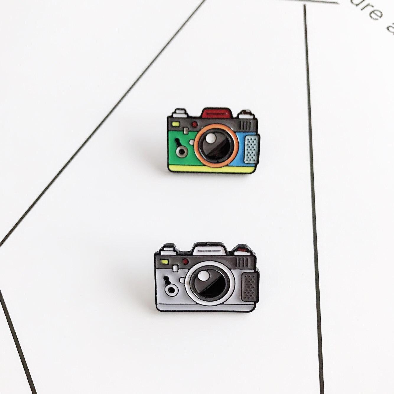 Мультфильм Броши с изображением камеры для Для женщин 2 Цвет Радуга цифровой Камера эмаль контакты пальто Кепки рюкзак фотографии и детский значок подарки