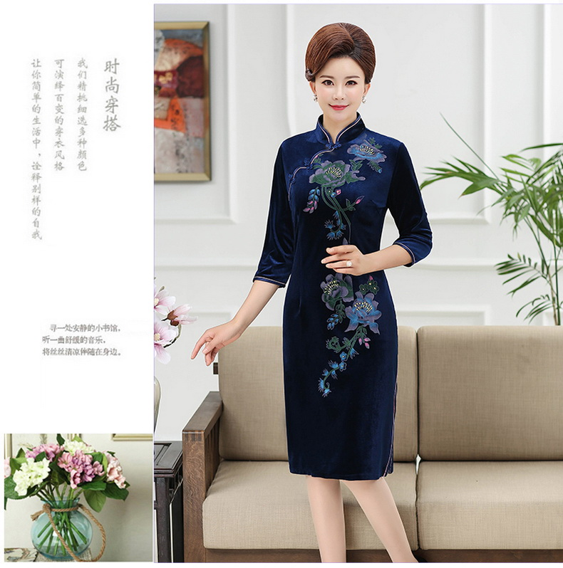 WAEOLSA Chinese Women Slim Fit Velvet Dress Red Navy Blue Flower Cheongsam Robe Femme Side Slit Velutum Dresses Woman Ethnical Qipao Dress Lady (12)