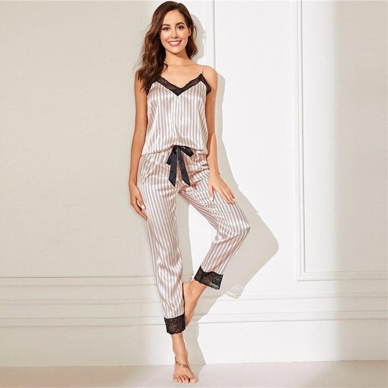 Ensemble Pyjamas en dentelle rose rayé garniture Satin