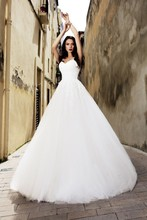Vivians Bridal Simple Spaghetti Straps Lace Appliques A-line Wedding Dress Sexy Sweethweart Backless Court Train Gown