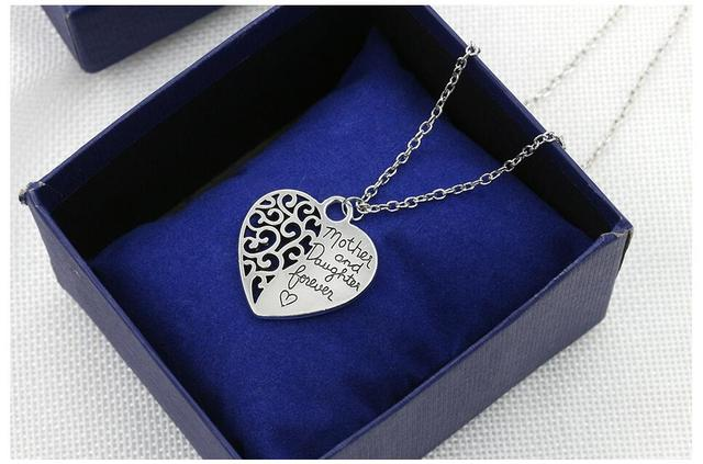 n453 2018 New mother and daughter forever hollow heart pendant necklace love gifts Mothers Day Glamour necklace