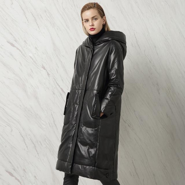 Couro Genuíno Projeto Longo das Mulheres de inverno Plus Size Para Baixo Vestuário Feminino Casacos Com Capuz de Pele De Carneiro