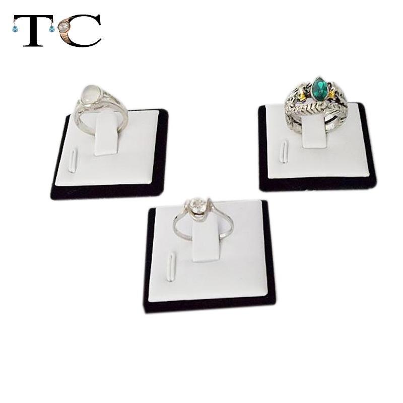 Hurtownie 100 sztuk biżuteria stojak do prezentacji pierścionków w biały PU i Black Velvet pierścionek zaręczynowy ślub pierścień Holder taca na zastawę pokaż przypadku w Pakowanie i ekspozycja biżuterii od Biżuteria i akcesoria na  Grupa 1