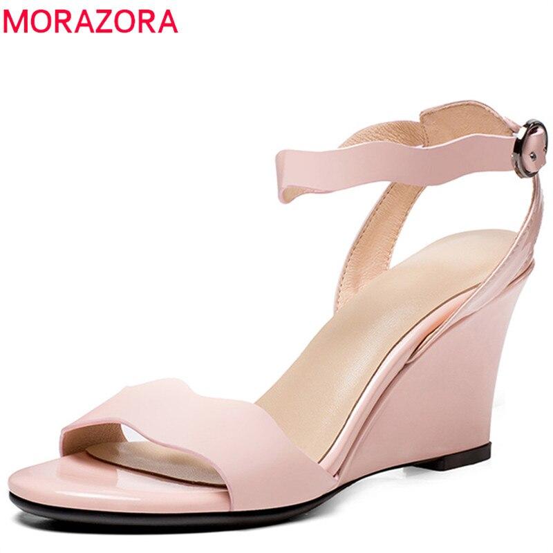 MORAZORA 2020 new arrival kobiety sandały proste klamra sukienka buty różowy czarny krowa patentu skórzane letnie buty sexy kliny buty w Wysokie obcasy od Buty na  Grupa 1