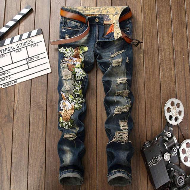 754cb82ac93a Tigre Bordado Jeans Hombres Pantalones Vaqueros de Diseño italiano de lujo  Famosa Marca Slim Fit Para
