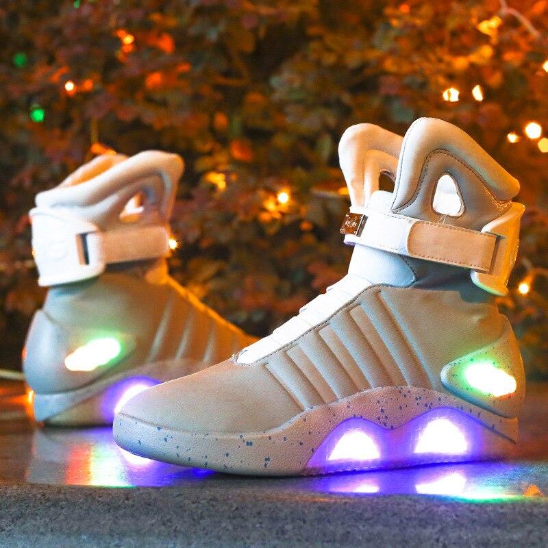 Hot nouveaux adultes USB charge Led chaussures lumineuses lumineuses pour la mode des hommes éclairer décontracté retour à l'avenir chaussures de sport rougeoyantes