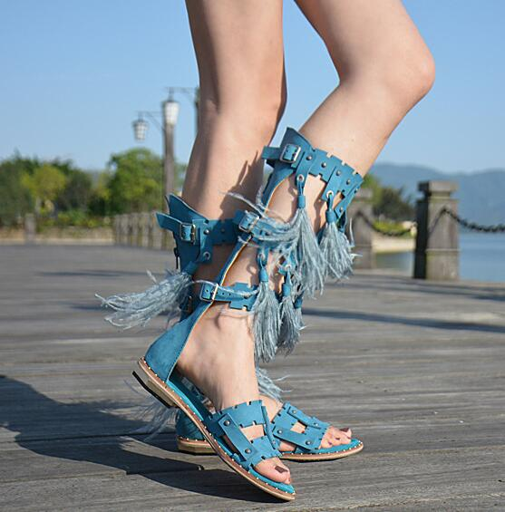 Summer New Fashion Bohemia Style Women Knee High Gladiator Sandals Open Toe Ladies Feather Decorate Flat Sandals Size 40 2017 gladiator sandals women bohemia bead summer sandals ladies open toe flip flops low heel beach shoes rubber soles size 35 40