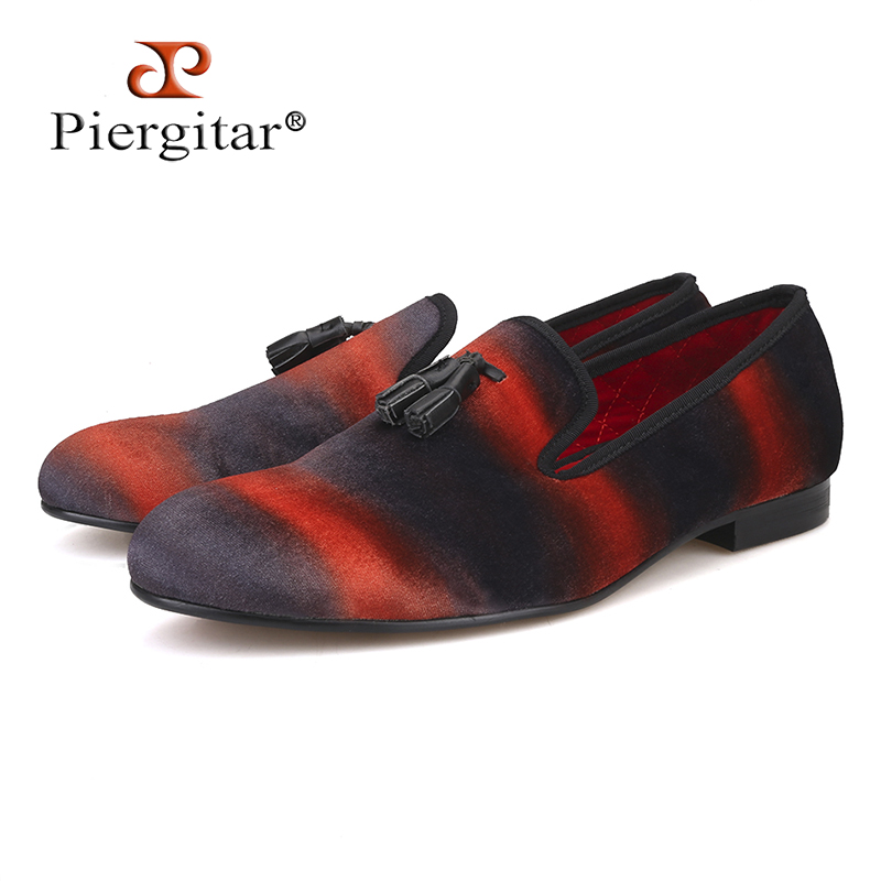 PIERGITAR Mix color velvet men handmade loafers with leather tassel Fashion Banquet and Show men dress shoes smoking slippers стоимость