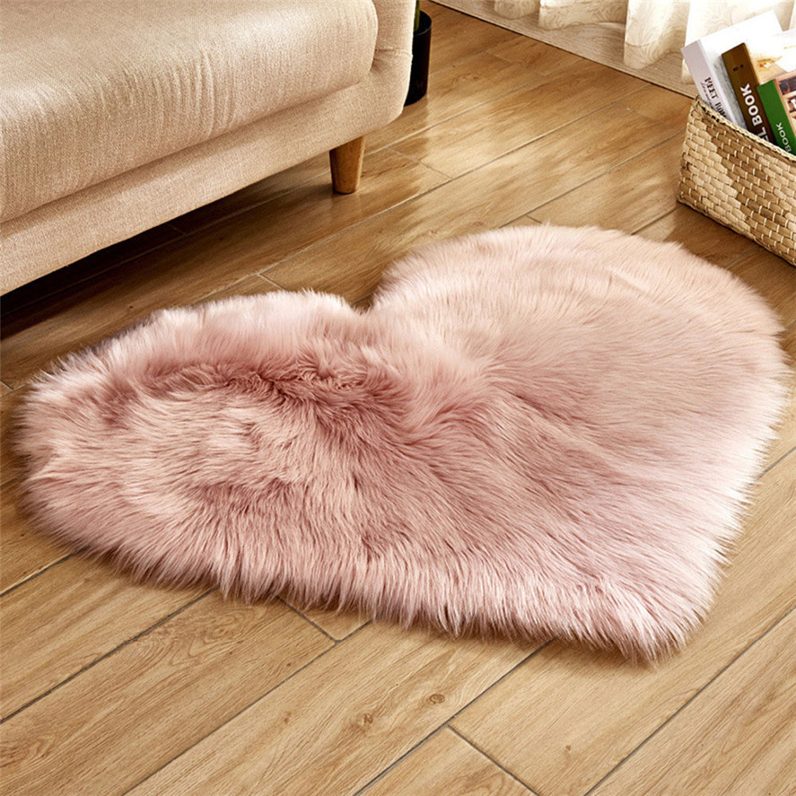 New 40x50cm Heart-shaped Bedroom Mats 1PC Wool Imitation Sheepskin Rugs Faux Fur Non Slip Bedroom Shaggy Carpet Mats 0111#30