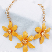 European And American Fashion Flower Pendant Necklace Alloy Jewelry Necklace For Women Gift milky blue earring and pendant necklace flower shape pendant necklace jewerly set for women gift