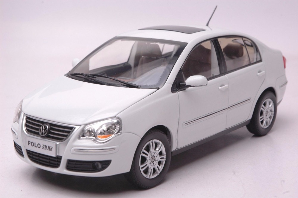 1:18 Diecast Model for Volkswagen VW Polo Jinqu White Sedan Alloy Toy Car Miniature Collection Gifts 1 18 масштаб vw volkswagen новый tiguan l 2017 оранжевый diecast модель автомобиля
