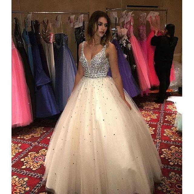 d944c81f443 Champagne quinceañera vestidos 2017 v cuello del vestido de bola de quinceanera  vestidos de 15 años